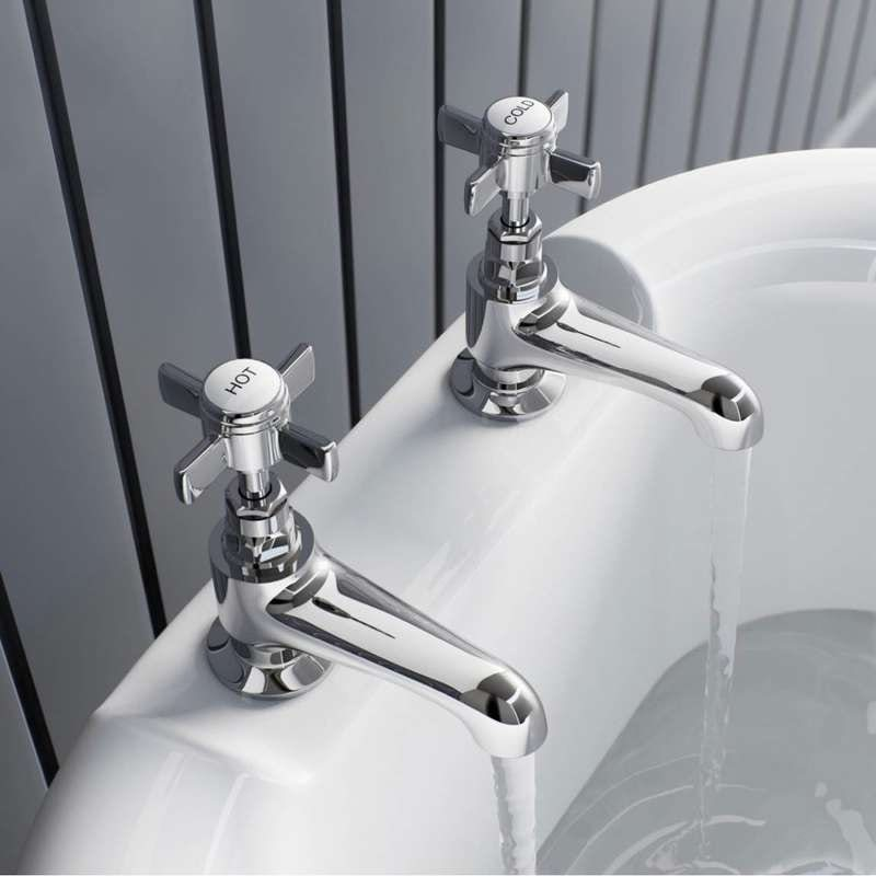Hampshire bath pillar taps